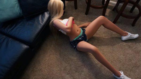 female realistic sex doll
